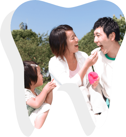 Family enjoy outfoor picnic after the man had root canal treatment